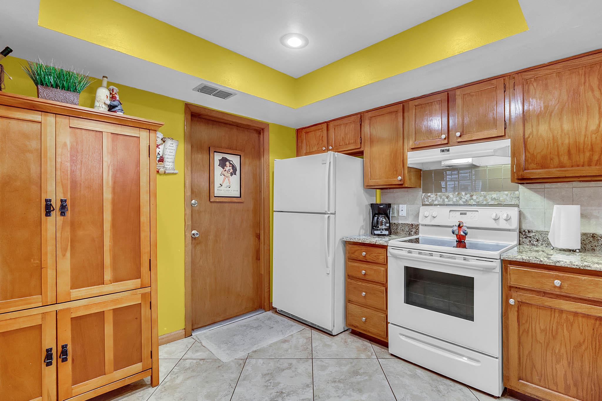 6812-Bonavista-Ct--Winter-Park--FL-32792----05---Kitchen.jpg