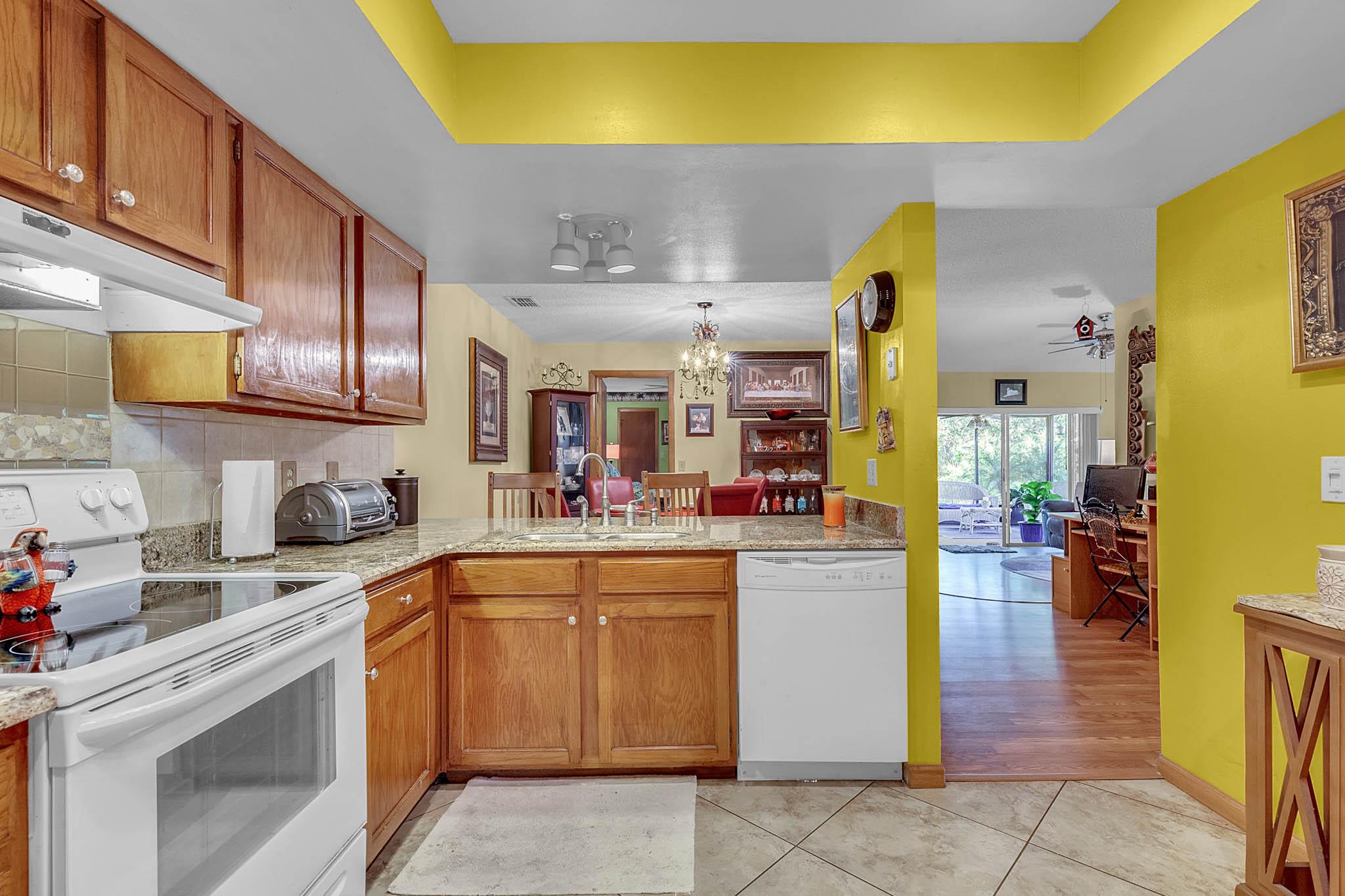 6812-Bonavista-Ct--Winter-Park--FL-32792----06---Kitchen.jpg