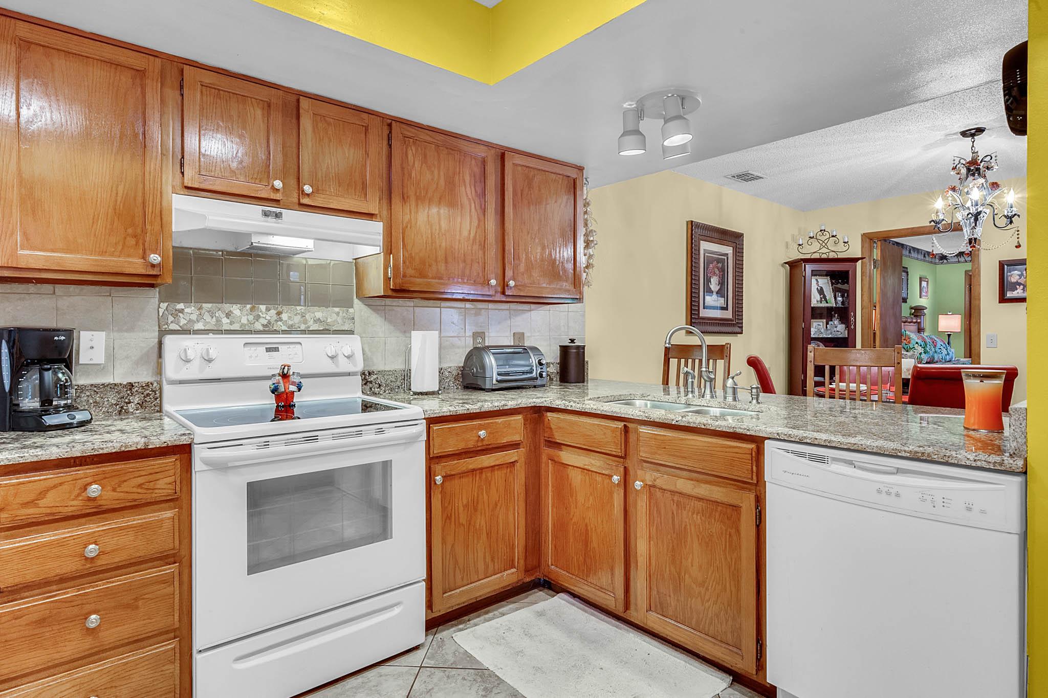 6812-Bonavista-Ct--Winter-Park--FL-32792----07---Kitchen.jpg