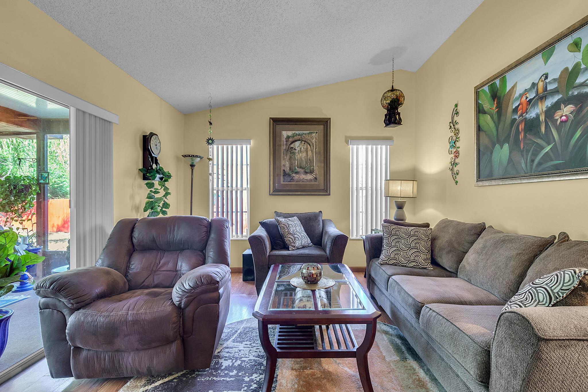 6812-Bonavista-Ct--Winter-Park--FL-32792----10---Family-Room.jpg