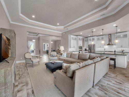 12643-Banting-Terrace--Orlando--FL-32827---17---Family-Room.jpg