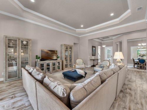 12643-Banting-Terrace--Orlando--FL-32827---18---Family-Room.jpg