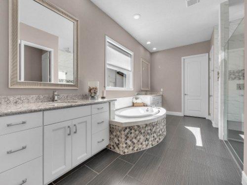 12643-Banting-Terrace--Orlando--FL-32827---32---Master-Bathroom.jpg