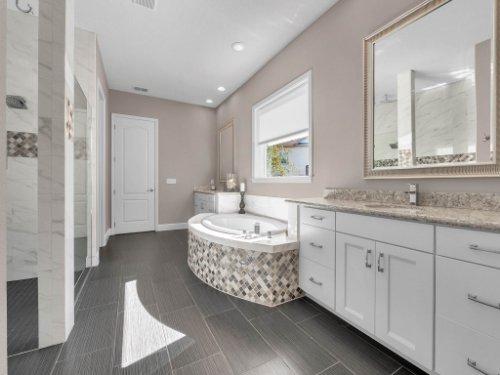 12643-Banting-Terrace--Orlando--FL-32827---33---Master-Bathroom.jpg