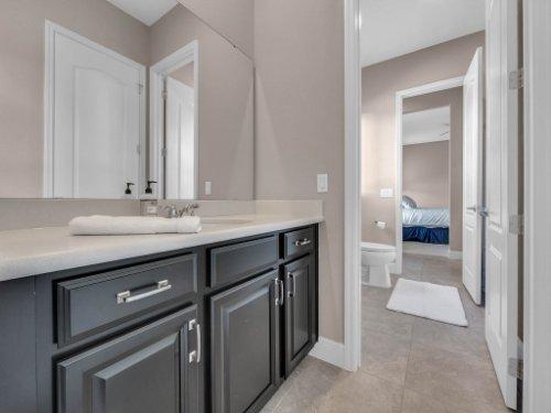 12643-Banting-Terrace--Orlando--FL-32827---40---Bathroom.jpg