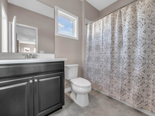12643-Banting-Terrace--Orlando--FL-32827---44---Bathroom.jpg