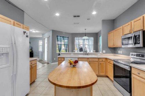206-Bonville-Dr--Davenport--FL-33897----08---Kitchen.jpg