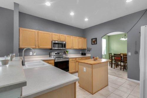 206-Bonville-Dr--Davenport--FL-33897----09---Kitchen.jpg