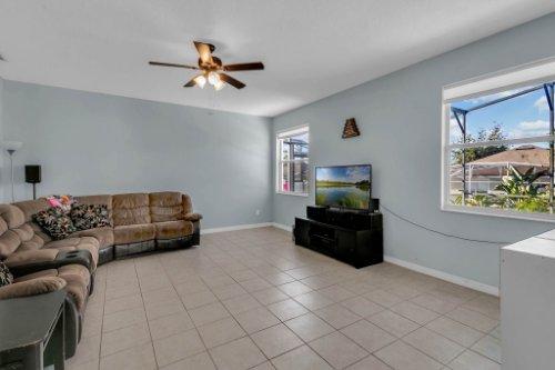 206-Bonville-Dr--Davenport--FL-33897----11---Family-Room.jpg