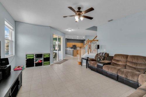 206-Bonville-Dr--Davenport--FL-33897----12---Family-Room.jpg