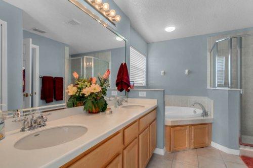 206-Bonville-Dr--Davenport--FL-33897----16---Master-Bathroom.jpg