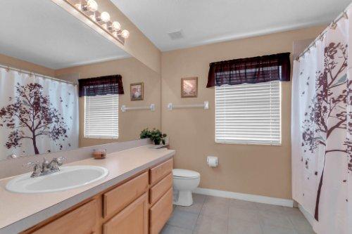 206-Bonville-Dr--Davenport--FL-33897----20---Bathroom.jpg