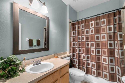 206-Bonville-Dr--Davenport--FL-33897----23---Bathroom.jpg