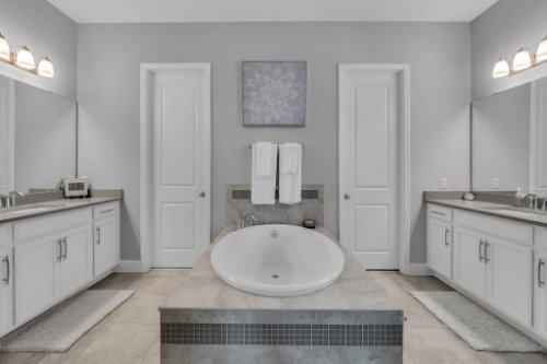 9285-Busaco-Park-Way--Winter-Garden--FL-34787----15---Master-Bathroom.jpg