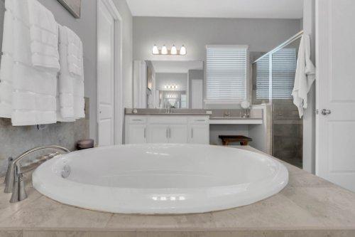 9285-Busaco-Park-Way--Winter-Garden--FL-34787----16---Master-Bathroom.jpg