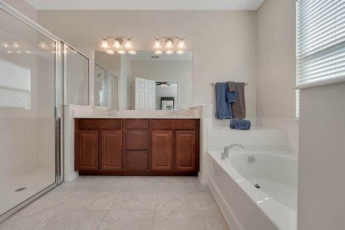 1853-Vista-Meadows-Drive--Ocoee--FL-34761---17---Master-Bathroom.jpg