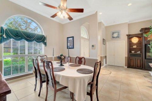 225-Southern-Magnolia-Ln--Sanford--FL-32771----05---Foyer.jpg