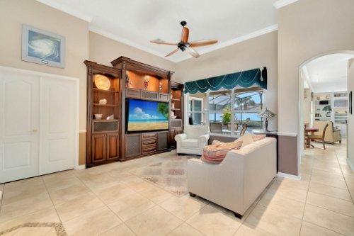 225-Southern-Magnolia-Ln--Sanford--FL-32771----08---Living.jpg