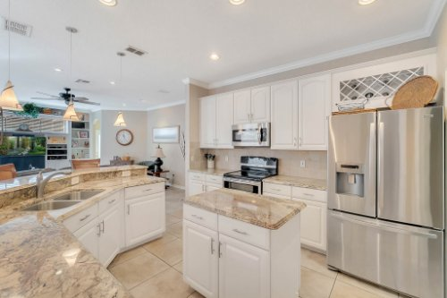 225-Southern-Magnolia-Ln--Sanford--FL-32771----11---Kitchen.jpg