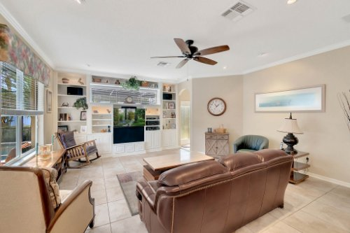 225-Southern-Magnolia-Ln--Sanford--FL-32771----13---Family-Room.jpg