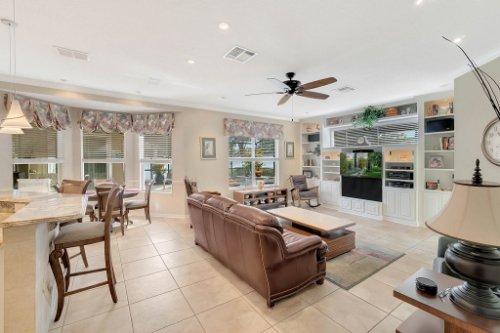 225-Southern-Magnolia-Ln--Sanford--FL-32771----14---Family-Room.jpg