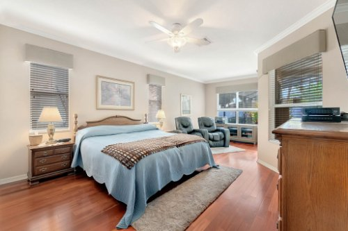 225-Southern-Magnolia-Ln--Sanford--FL-32771----18---Master-Bedroom.jpg