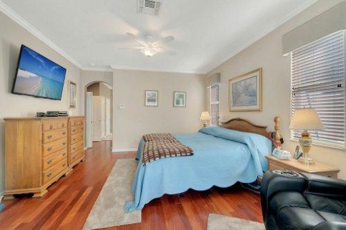 225-Southern-Magnolia-Ln--Sanford--FL-32771----20---Master-Bedroom.jpg