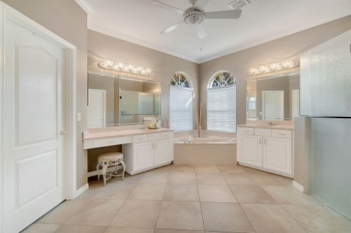 225-Southern-Magnolia-Ln--Sanford--FL-32771----21---Master-Bathroom.jpg