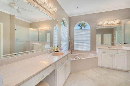 225-Southern-Magnolia-Ln--Sanford--FL-32771----22---Master-Bathroom.jpg