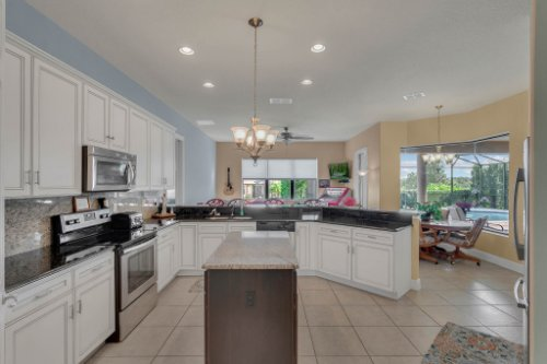 39642-Grove-Heights--Lady-Lake--FL-32159----11---Kitchen.jpg