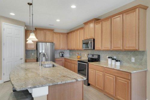 11891-Taranto-Ln--Orlando--FL-32827----13---Kitchen.jpg