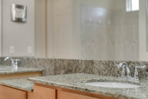 11891-Taranto-Ln--Orlando--FL-32827----23---Master-Bathroom.jpg