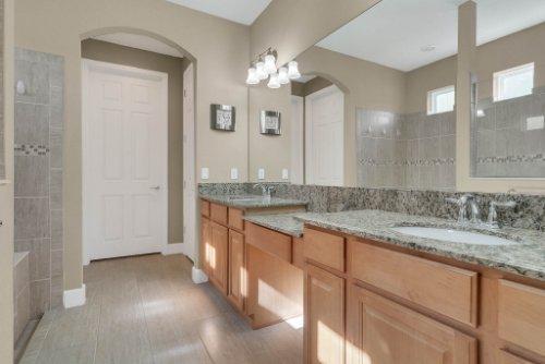 11891-Taranto-Ln--Orlando--FL-32827----24---Master-Bathroom.jpg