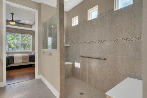 11891-Taranto-Ln--Orlando--FL-32827----25---Master-Bathroom.jpg