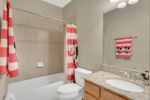 11891-Taranto-Ln--Orlando--FL-32827----29---Bathroom.jpg