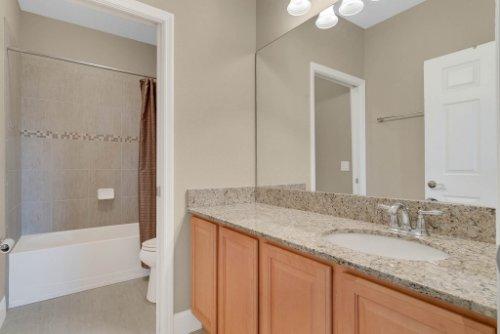 11891-Taranto-Ln--Orlando--FL-32827----30---Bathroom.jpg