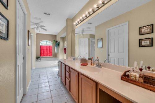 2606-Teeside-Ct--Kissimmee--FL-34746----16---Master-Bathroom.jpg