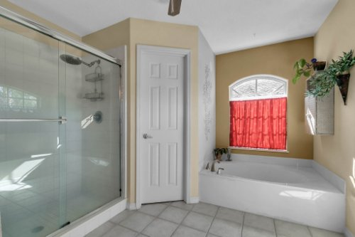 2606-Teeside-Ct--Kissimmee--FL-34746----17---Master-Bathroom.jpg