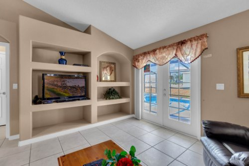 16018-Hawk-Hill-St--Clermont--FL-34714----12---Family-Room.jpg