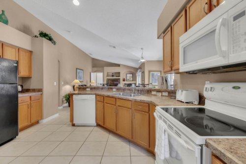 16018-Hawk-Hill-St--Clermont--FL-34714----15---Kitchen.jpg