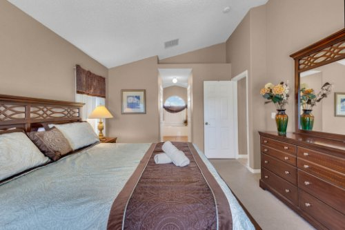 16018-Hawk-Hill-St--Clermont--FL-34714----19---Master-Bedroom.jpg