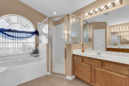 16018-Hawk-Hill-St--Clermont--FL-34714----20---Master-Bathroom.jpg
