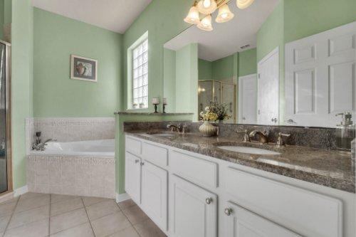 8015-St-James-Way--Mt-Dora--FL-32757----13---Master-Bathroom.jpg