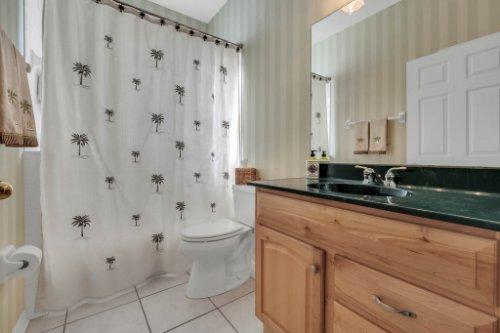 8015-St-James-Way--Mt-Dora--FL-32757----16---Bathroom.jpg