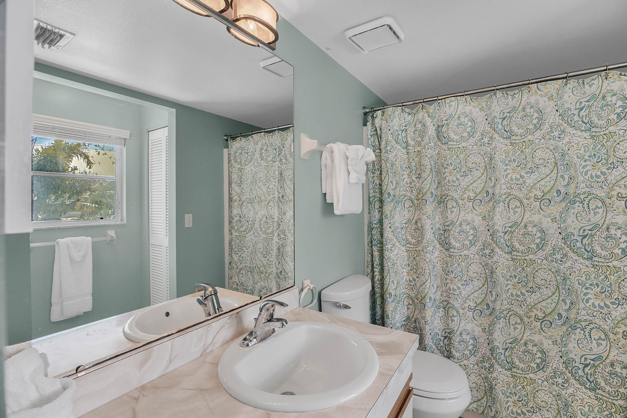 403-N-Bay-Blvd.-Anna-Maria--FL-34216--21--Main-Bath.jpg