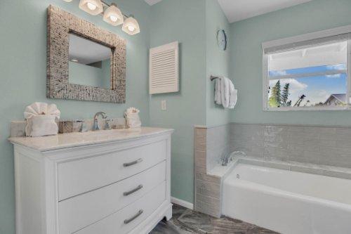 403-N-Bay-Blvd.-Anna-Maria--FL-34216--32--Master-Bath-1--1.jpg