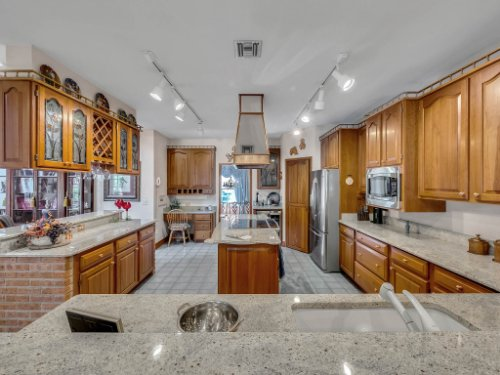 2100-Silver-Leaf-Ct--Longwood--FL-32779----17---Kitchen.jpg