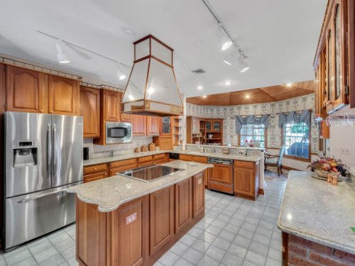 2100-Silver-Leaf-Ct--Longwood--FL-32779----18---Kitchen.jpg