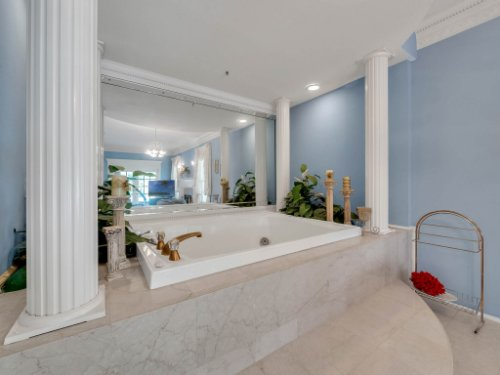 2100-Silver-Leaf-Ct--Longwood--FL-32779----32---Master-Bathroom.jpg