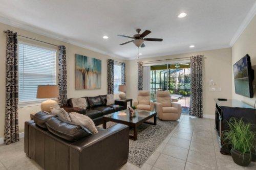 7645-Wilmington-Loop--Kissimmee--FL-34747----12---Family-Room.jpg
